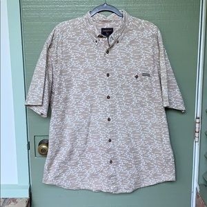 MENS- WOOLRICH- size large button down fish shirt